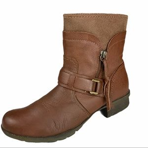 CLARKS Brown leather Riddle Avant boot. SZ 8